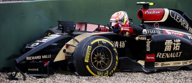 Pastor Maldonado crashes