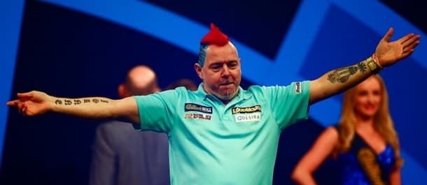 Peter Wright beat Dave Chisnall in a 4-3 thriller at the PDC World Darts Championship.