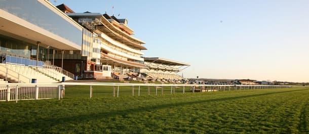 Mr Top Hat can return a profit at Newbury on Friday.