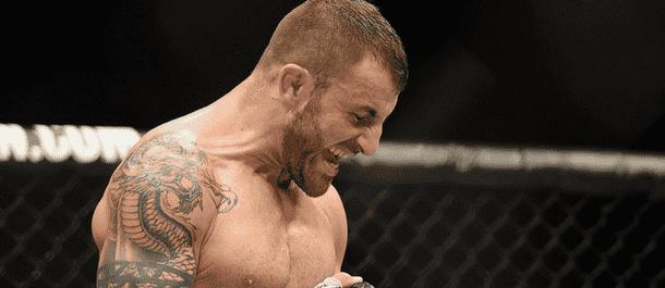 Alexander Volkanovski celebrates a UFC win