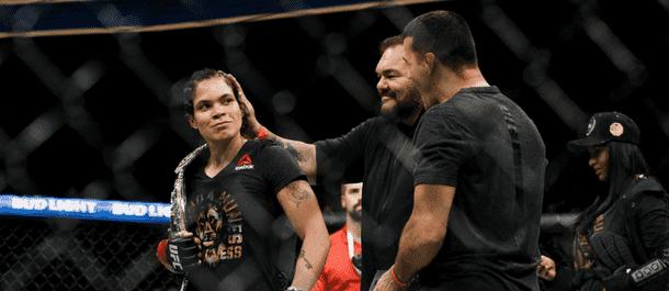Amanda Nunes defeats Valentina Shevchenko