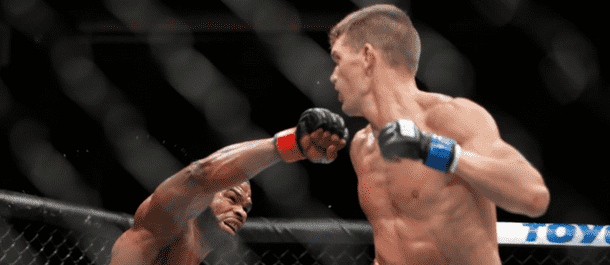 Stephen Thompson strikes at Tyron Woodley