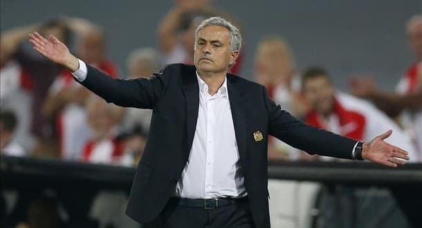 Jose Mourinho is upset at Manchester United's transfer policy.