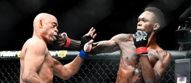 Israel Adesanya strikes Anderson Silva