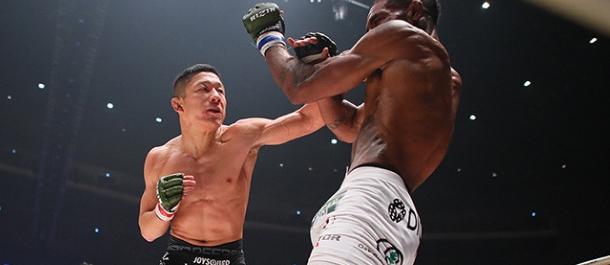 Kyoji Horiguchi strikes Darrion Caldwell